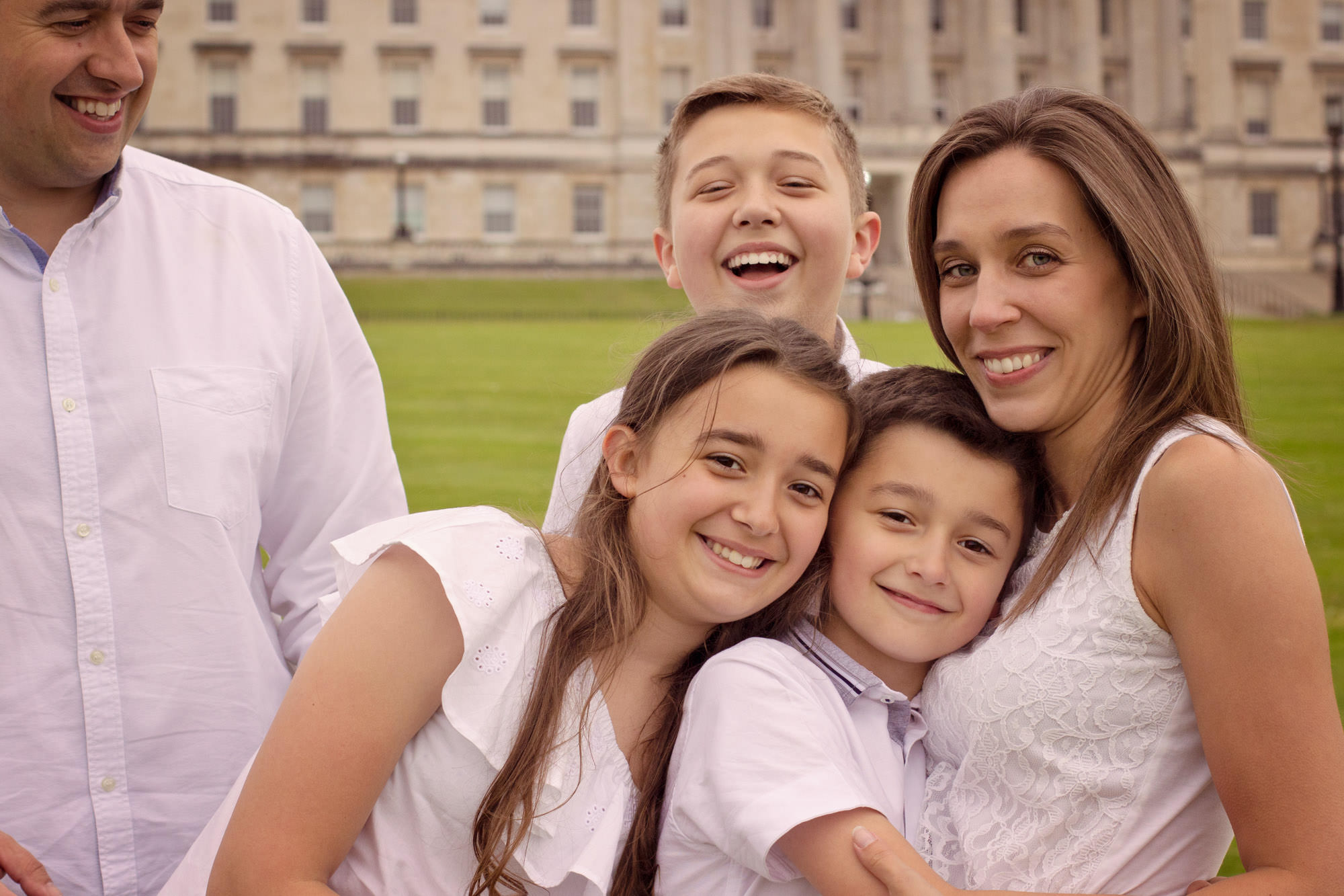 Parliament buildings Stormount , OUTDOOR FAMILY PHOTO SESSION